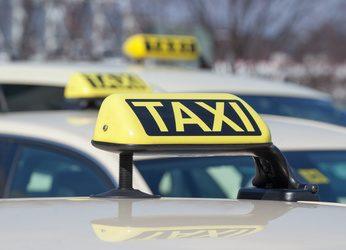 Taxifahrer: Bitte Knopf drücken! Bitte Knopf drücken!
