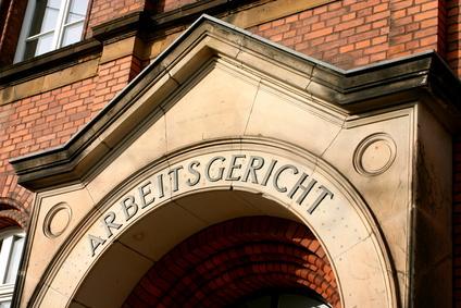 """Mein Kampf"" im Pausenraum gelesen – Kündigung!"