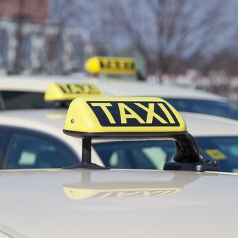Taxifahrer: Knopf drücken! Knopf drücken! Knopf drücken!